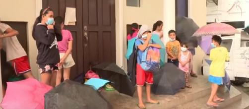 Thousands of residents flee Taal Volcano wrath. [Image source/ABS-CBN News YouTube video]