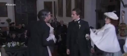 Una Vita, anticipazioni: Lucía lascia Samuel sull'altare, lui la strattona e la fa cadere