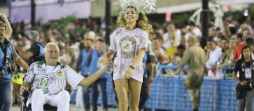 Alberto e Paloma vão desfilar no sambódromo no final de 'Bom Sucesso'. (Divulgação/Rede Globo)