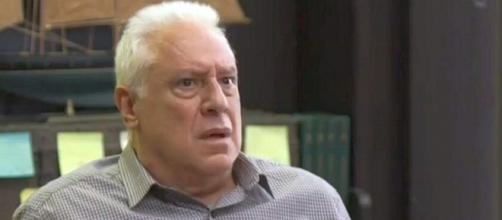 Alberto vai encarar o vilão e pedir para morrer na reta final de 'Bom Sucesso'. (Reprodução/TV Globo)