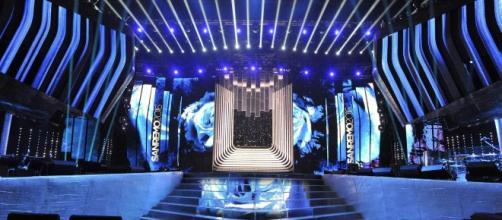 Il palco del Teatro Ariston, storico scenario del Festival di Sanremo.