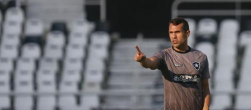 Bruno Lazaroni comanda o Botafogo no início do Estadual. (Vitor Silva/Botafogo FR)