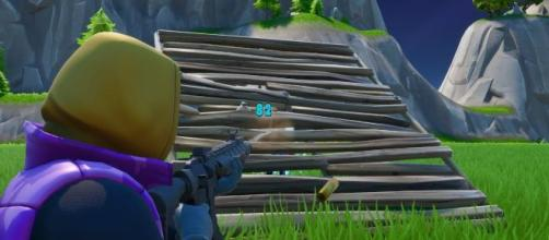 """Fortnite"" players can now shoot enemies through ramps. [Image Credit: GlitchKing / YouTube]"