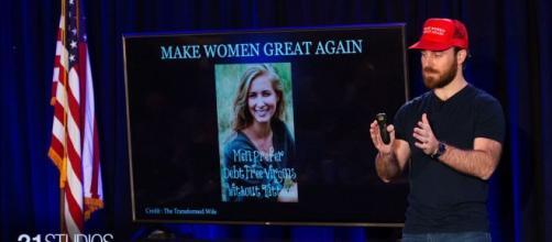 """Make Women Great Again"""" promets de féminiser les femmes pour être de meilleures conjointes. Credit: Capture/21 studios"""