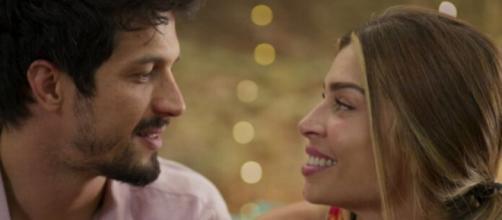 Marcos (Rômulo Estrela) e Paloma (Grazi Massafera) em 'Bom Sucesso'. (Reprodução/TV Globo)