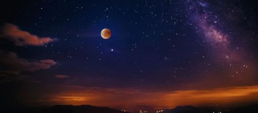 Oroscopo del giorno 22 gennaio 2020 | Astrologia, classifica stelline e previsioni: la Luna entra in Capricorno.