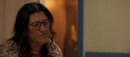 Regina Casé na cena emocionante de 'Amor de Mãe' veiculada na última segunda. (Reprodução/TV Globo)