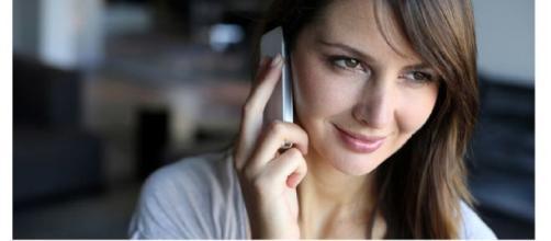 Una sentenza che farà discutere: usare per molte ore al giorno il cellulare può causare un tumore al cervello.