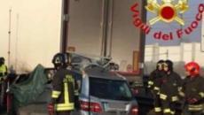 Lodi, grave incidente sulla A1: un'automobile finisce sotto un camion, due vittime