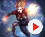 Capitan Marvel si scaglia su un cielo raffigurante lo Zodiaco