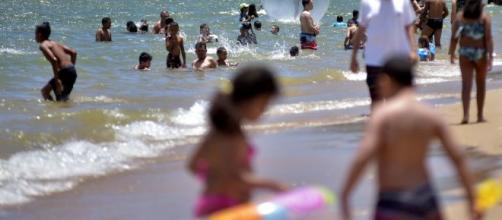Casos de intoxicação alimentar aumentam na temporada de verão. (Arquivo Blasting News).