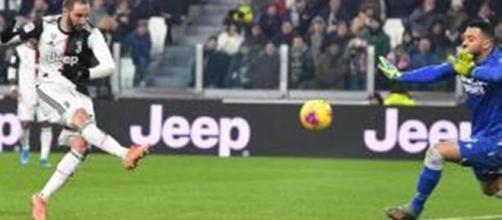 Il goal di Higuain per la Juventus