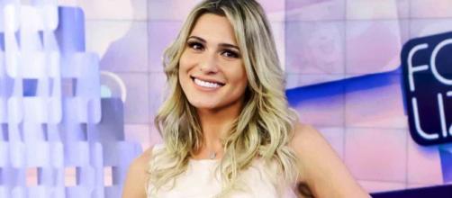 Lívia Andrade comentou no programa o caso de Marcos Mion. (Reprodução/SBT)