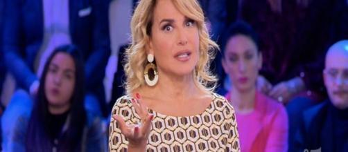 Luigi Favoloso ieri ha chiamato Barbara D'Urso prima dell'inizio della diretta di Pomeriggio Cinque. Sarebbe all'estero.