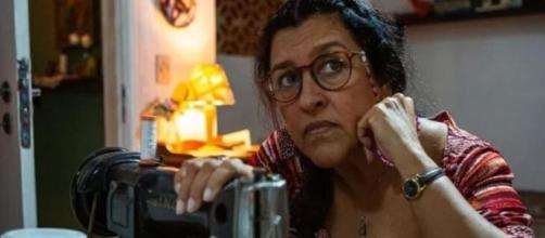Lurdes se torna espiã em 'Amor de Mãe'. (Reprodução/TV Globo)