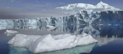 Scioglimento ghiacciai: secondo uno studio potrebbe sprigionare nell'atmosfera agenti patogeni sconosciuti, antichi 15 mila anni.