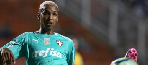 Sem espaço no Palmeiras, Dayverson viaja para fazer exames. (Arquivo Blasting News)