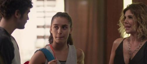 Vicente vai dar um jeito de despistar sua mãe e viajar com Gabriela. (Reprodução/TV Globo)