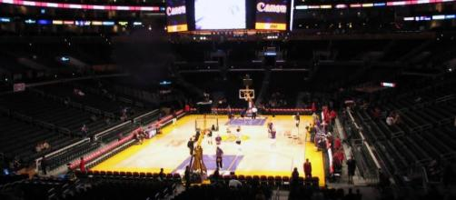An image of Staples Center, home to both the Lakers and Clippers who will both be buyers. [image source: IMG_2457- Wikimedia Commons]