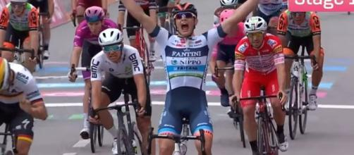 La vittoria di Damiano Cima allo scorso Giro d'Italia per la Nippo Fantini, una delle squadre invitate
