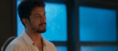 Marcos irá atrás de Diogo no aeroporto, mas o vilão estará longe dali. (Reprodução/TV Globo)