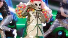 Il cantante mascherato seconda eliminazione: fuori il barboncino, c'era Arisa - Video