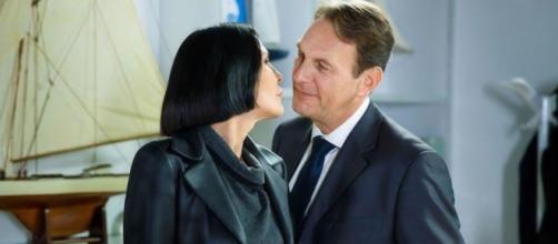 Un posto al sole: Marina (Nina Soldano) e Roberto Ferri (Riccardo Polizzy Carbonelli).