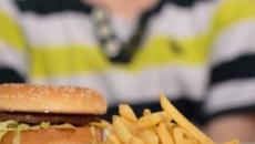 Las patatas fritas, las pizzas y las hamburguesas vuelven a los colegios de EEUU