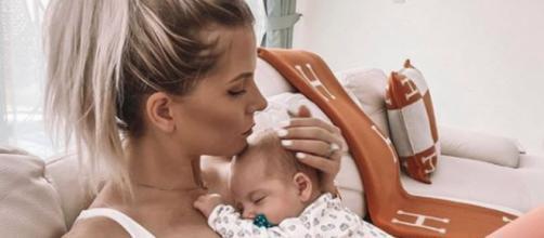Jessica et Thibault à l'hôpital depuis 48 heures pour leur fils. Credit: Instagram/jessicathivenin