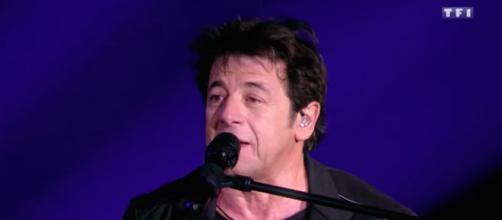 Patrick Bruel s'est blessé lors de la répétition du concert des Enfoirés. Credit: Capture/ TF1