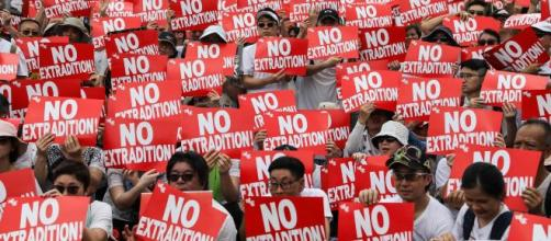 Hong Kong, 400 manifestanti arrestati al primo corteo pro democrazia del 2020 - Credit: 2duerighe.com