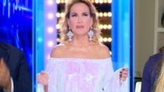 Barbara d'Urso congeda in diretta Taylor Mega: 'Ciao, in bocca al lupo'