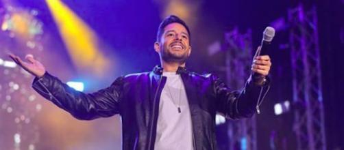 Mohamed Hamaki en concert dans la capitale française, à l'occasion de la Saint-Valentin. (Credit: Instagram/hamaki)