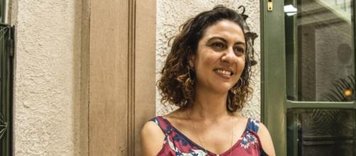 A atriz Clarissa Pinheiro fez sua estreia no horário nobre como a empregada Penha, de 'Amor de Mãe'. (Reprodução/TV Globo)