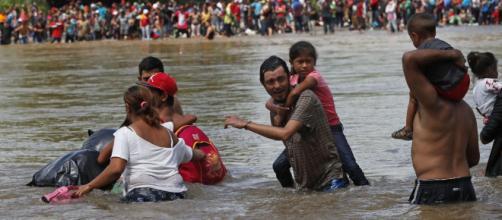 El río Suchiate es nuevamente escenario del cruce de migrantes hacia México. - telemundo.com