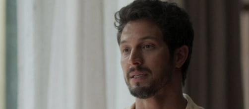 Romulo Estrela em cena como o protagonista Marcos da novela das sete. (Reprodução/TV Globo)