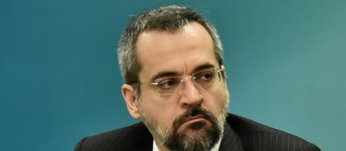 Abraham Weintraub dá tratamento diferenciado para apoiador do governo sobre erros do Enem. (Foto: Arquivo Blasting News)