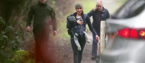 Sonriente y sin reglas: el paseo de Meghan Markle con Archie y sus perros. - infobae.com