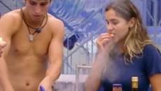 'BBB20': Felipe pede ajuda a Gizelly na cozinha, e provoca cena cômica