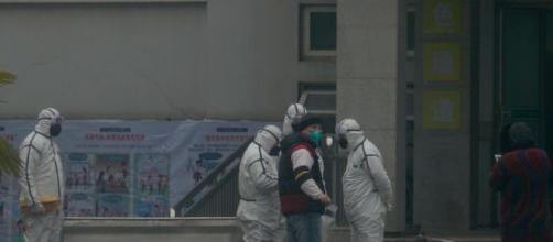 Il Coronavirus porta la Cina a isolare due città, mettendone di fatto in quarantena 18 milioni di persone.