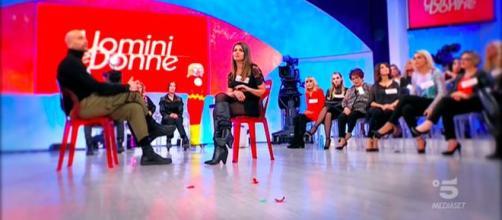 Uomini e Donne, anticipazioni 24 gennaio, Valentina M contro l'Autiero: 'Basta rosicare, hai rotto.'