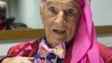 Orlando Drummond, Seu Peru, aos 100 anos, chega de cadeira de rodas para lançar biografia