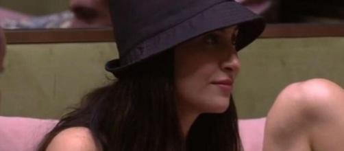 """Bianca Andrade é """"entrevistada"""" por Gizelly. (Reprodução/TV Globo)"""