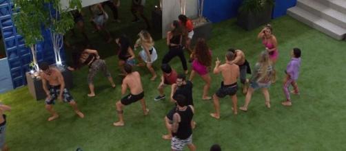 Camarote e Pipoca curtiram a segunda noite da galera reunida na casa. (Reprodução/TV Globo)