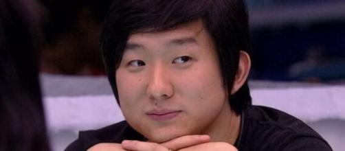 Em tom de brincadeira, Pyong Lee deu uma resposta atravessada a Manu Gavassi e a deixou boquiaberta. Reprodução/TV Globo
