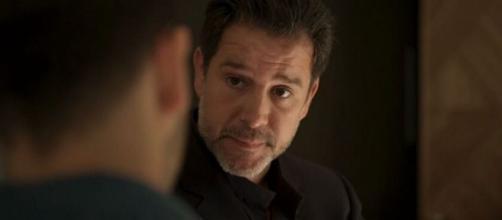 Raul (Murilo Benício) pode estar envolvido na compra de Domênico. (Reprodução/TV Globo)