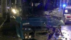 Roma, incidente sulla Tiburtina a Tivoli: auto contro bus, due giovani perdono la vita