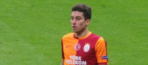 Alex Telles, nella foto con la maglia del Galatasaray.