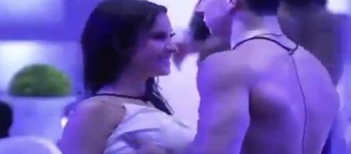 Em vídeo, Petrix é flagrado passando as mãos em Boca Rosa, que estava embriaga. (Reprodução/TV Globo)