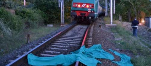 Pesaro, treno travolge e uccide una ragazza. (foto di repertorio)